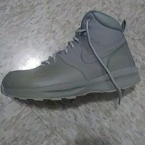 Women s Nike Acg Sneaker Boot on Poshmark 519a1f381e72
